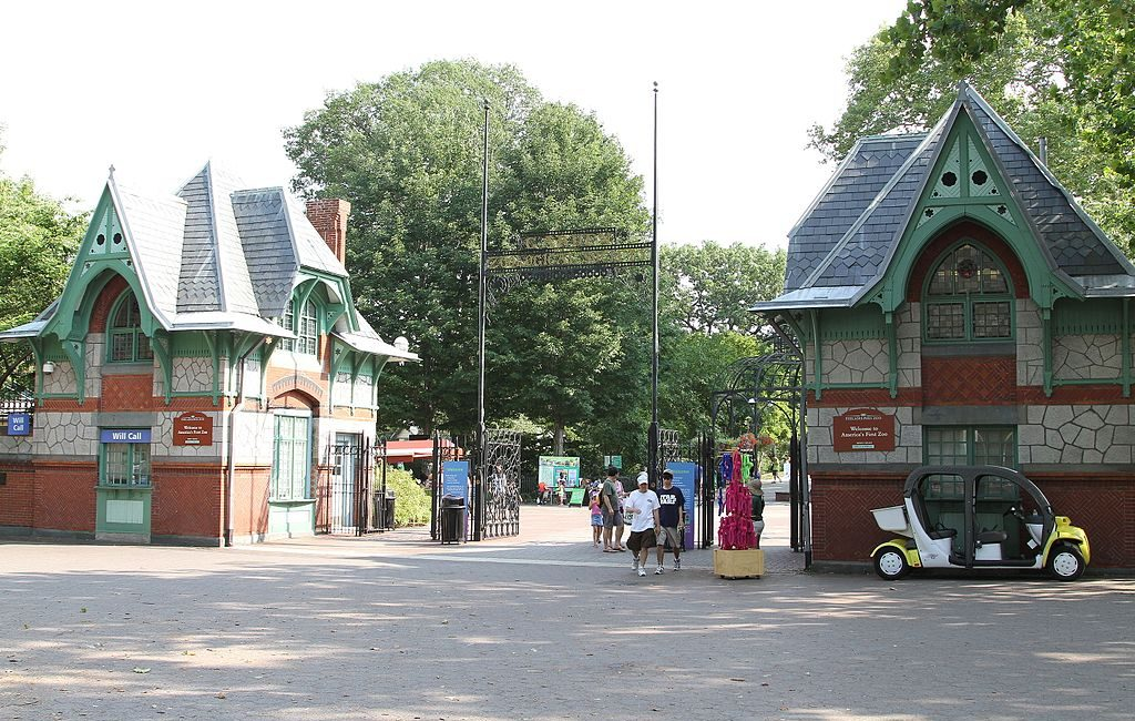 philadelphia zoo entrance